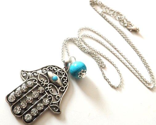 Collana con ciondolo Mano di Fatima e strass con perla in pasta di turchese idea regalo Natale per lei