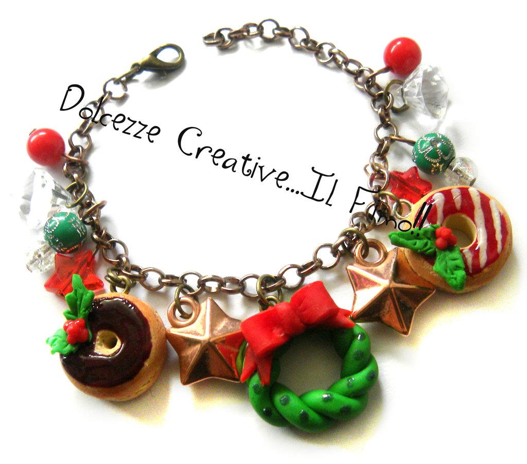 ☃ Natale In Dolcezze 2015 ☃ Bracciale - perle , ghirlanda e donut al cioccolato con agrifoglio