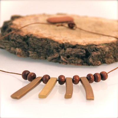 Collana etnica in ceramica e perle di legno