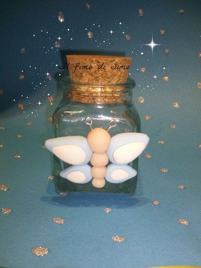 bomboniera vasetto di vetro con farfalla in fimo