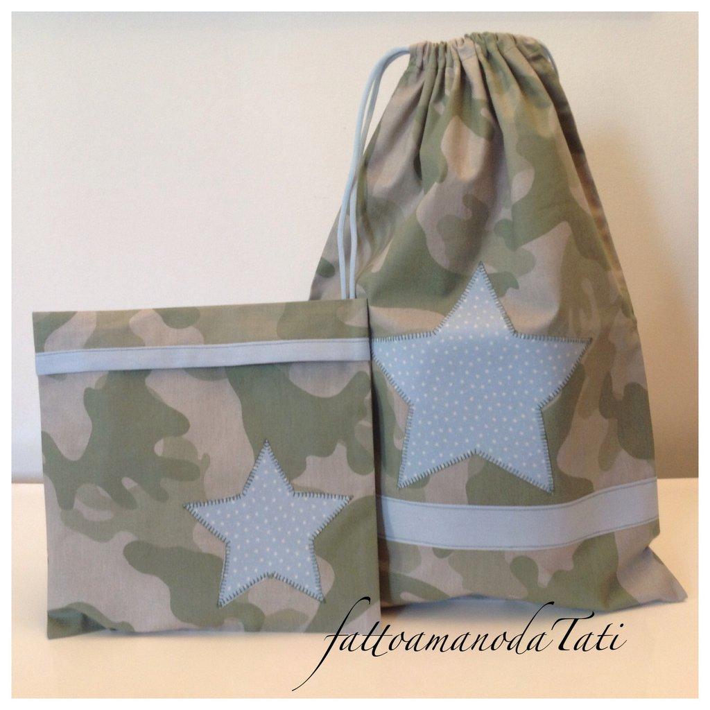 Sacchetto asilo in cotone camouflage verde con stella azzurra e busta coordinata