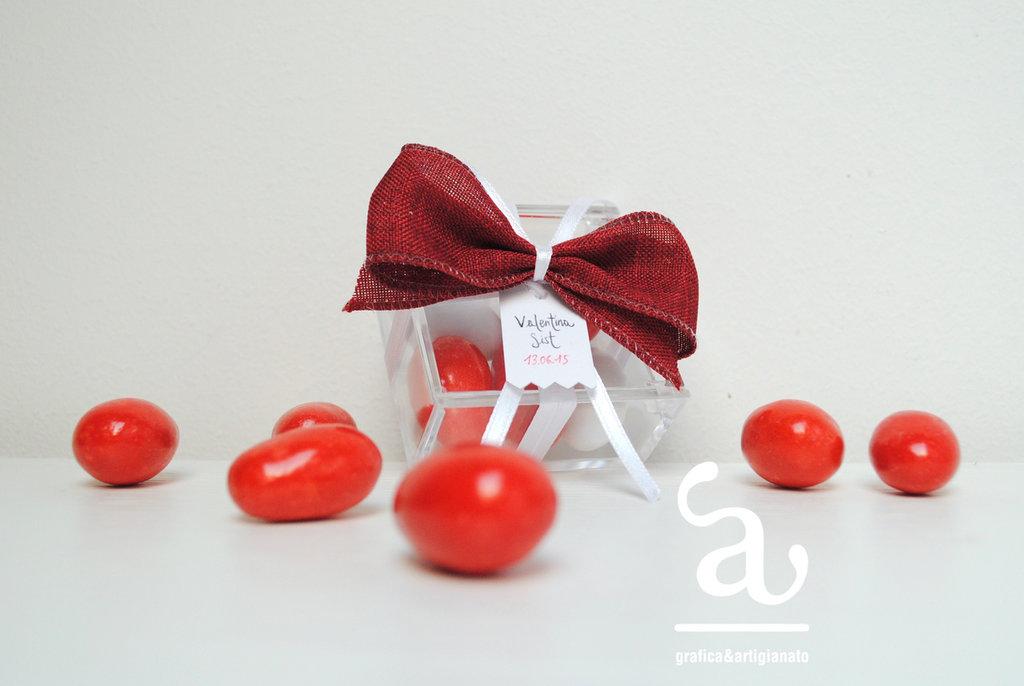 Scatolina bassa con fiocco rosso