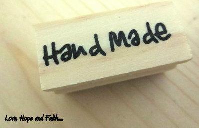 """Timbro """"handmade"""" in legno e gomma (4x3,3cm) (cod. nuovo)"""