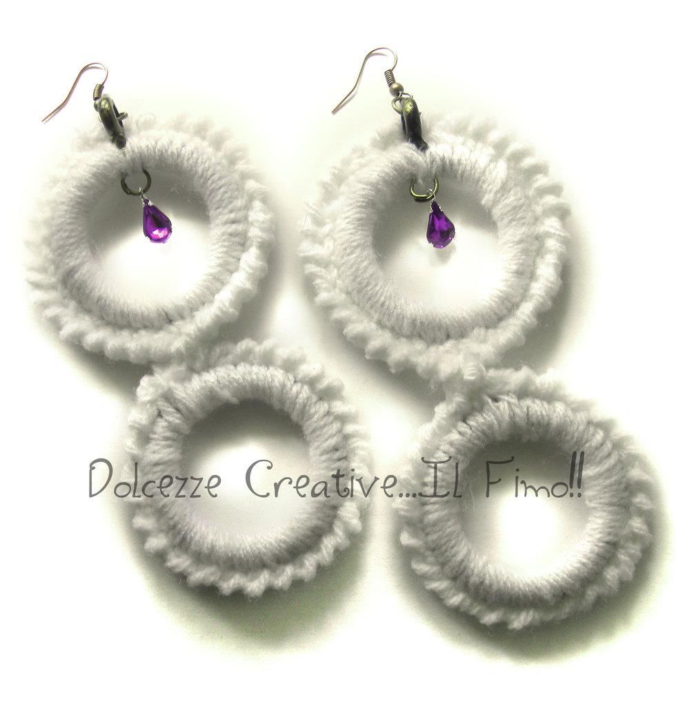 Orecchini Uncinetto Bianchi rotondi - doppio cerchio con pendenti viola