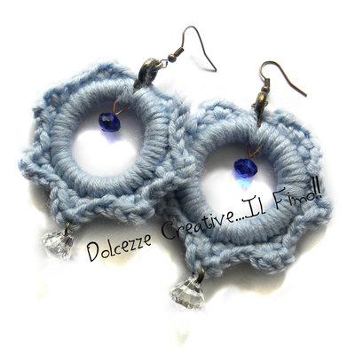 Orecchini Uncinetto Celesti con pendenti blu sfaccettati e diamanti trasparenti