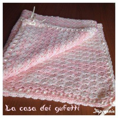 Copertina per passeggino rosa mélange realizzata all'uncinetto