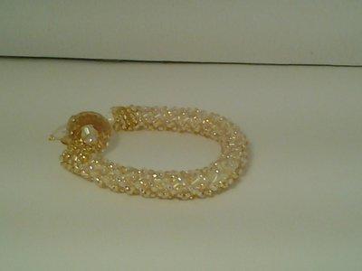 bracciale elegante con perline e swarosky