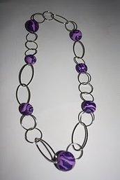 Collana intreccio di anelli viola