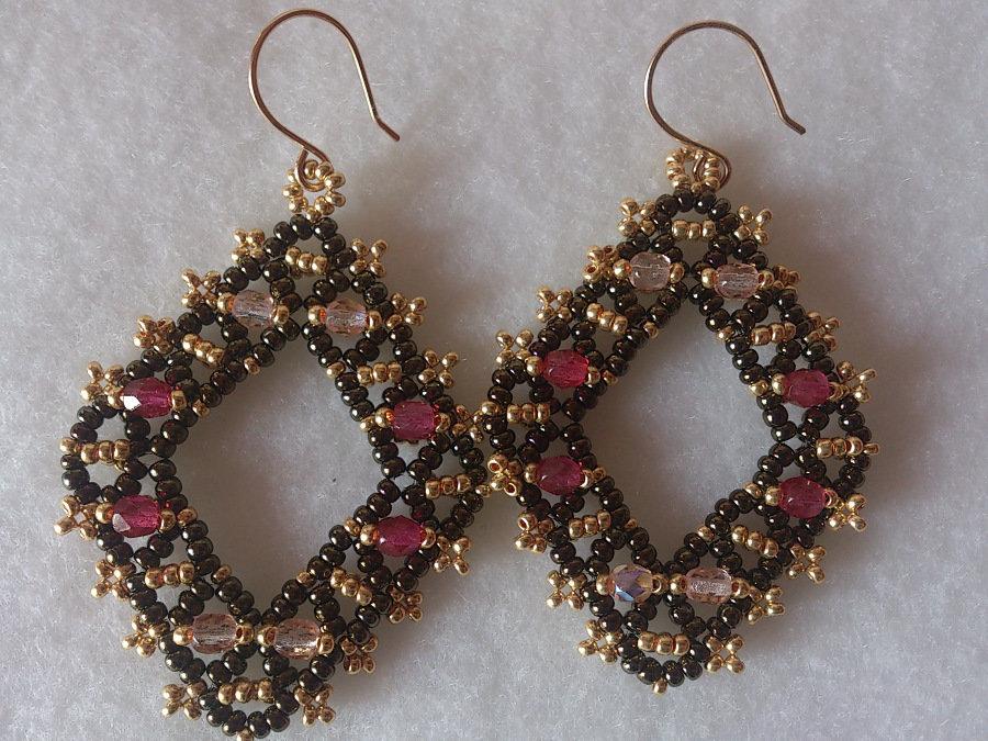 """Orecchini di perline """"Quadro"""" colore ametista, rosa, bronzo e dorato"""