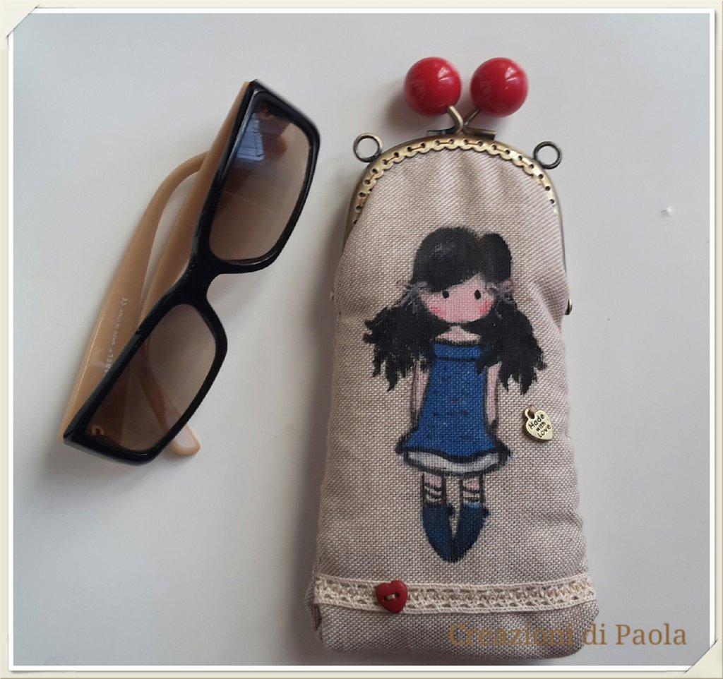 Portaocchiali in stoffa con bambolina dipinta a mano