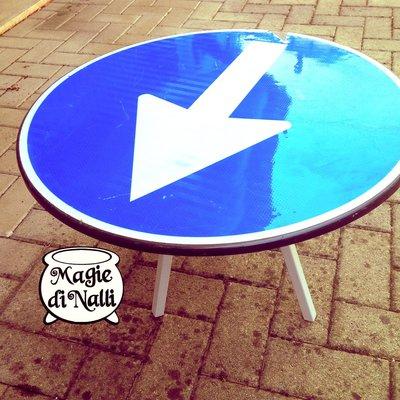 """Tavolino """"a senso unico""""!"""