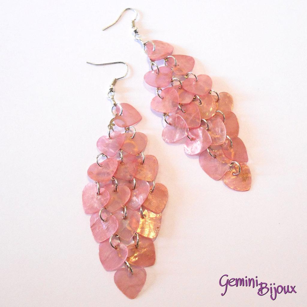 Orecchini chandelier a rombo cuori di madreperla rosa