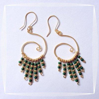 Orecchini wire cerchio oro perline verdi