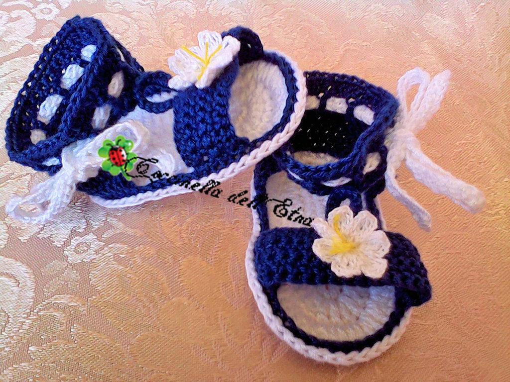 Scarpette neonato sandali a uncinetto con laccio e fiore for Idee uncinetto