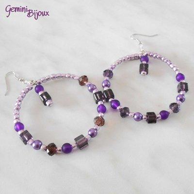 Orecchini a cerchio con perline lilla e viola
