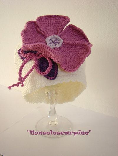 cappello con fiore per neonata