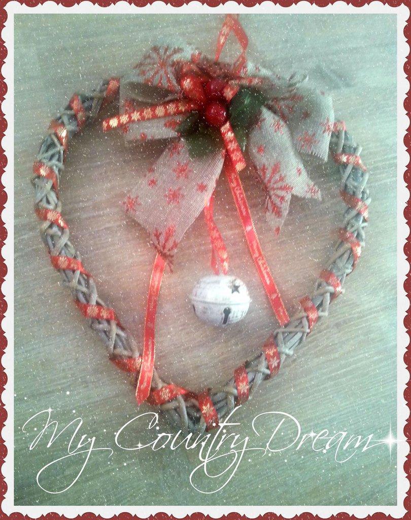 Ghirlanda cuore in viticcio natalizia