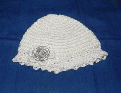 Cappellino bambina bianco battesimo