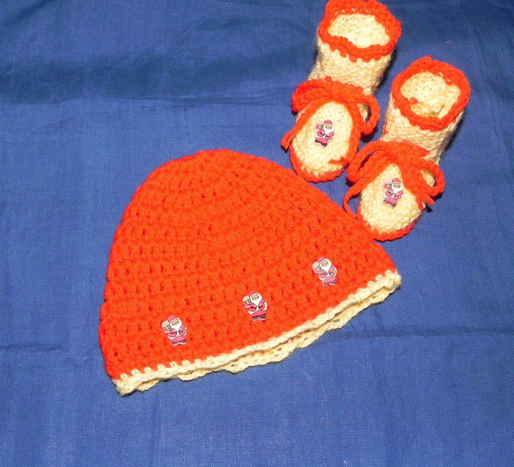 Scarpette e cappellino con BABBO NATALE