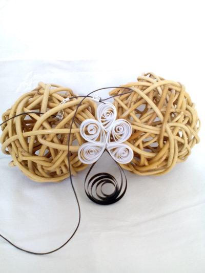 Collana fatta a mano realizzata con tecnica quilling