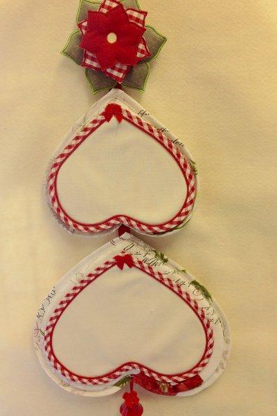 Fuori porta natalizio ad alberello da ricamare