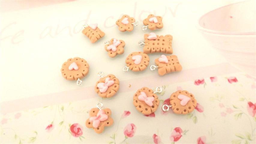 NOVITA  - fimo - 2  BISCOTTINI kawaii - per collane orecchini braccialetti con decori ROSA