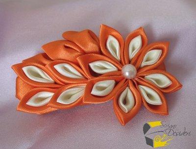 Molletta a becco con decoro Kanzashi arancione e bianco