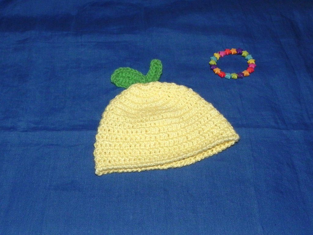 """Cappellino  """"limone"""" realizzato ad uncinetto per neonato"""