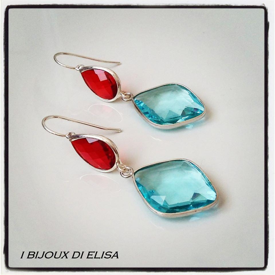 Orecchini con cristalli azzurri e rossi