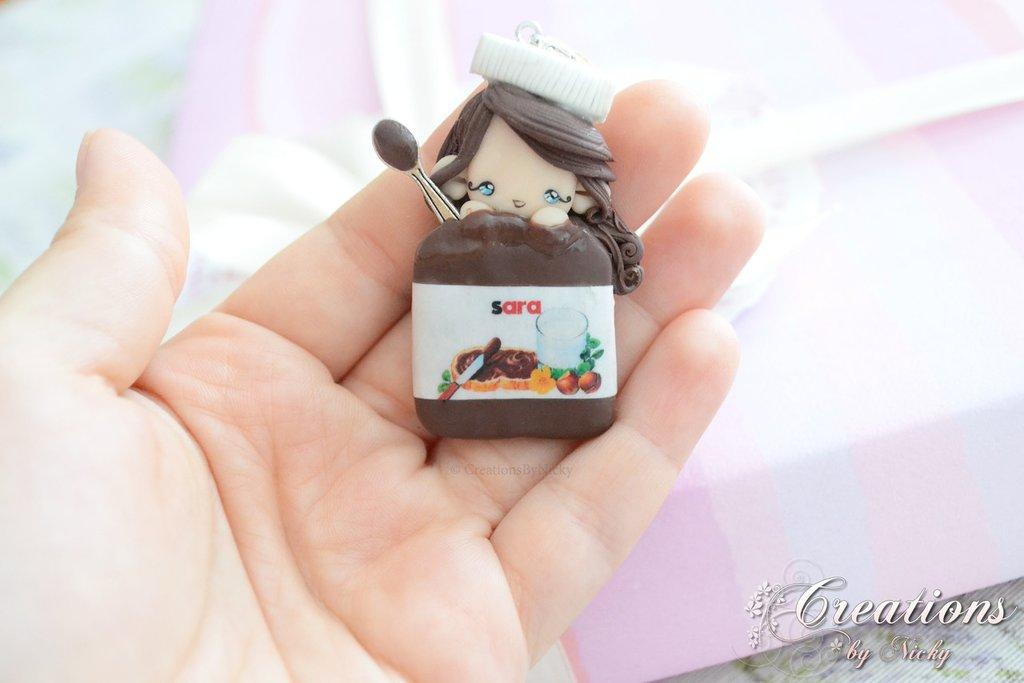 Ciondolo con follettina nel barattolo di cioccolato