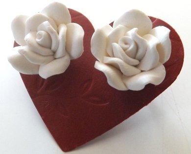 Orecchini rose in fimo colore bianco idea regalo Natale per lei