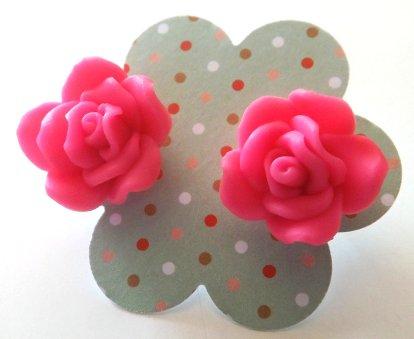 Orecchini con rose in fimo colore fucsia idea regalo Natale per lei
