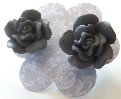 Orecchini rose in fimo colore grigio idea regalo Natale per lei
