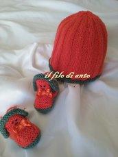 Cappello e scarpine in lana arancione