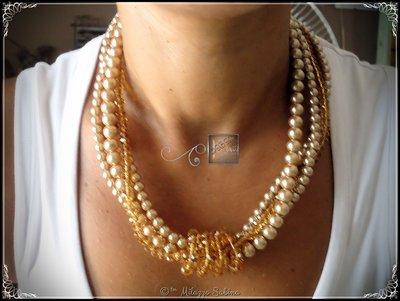 Collana a quattro fili, tre in perle di vetro cerato ed un filo di cristalli color nocciola/ambra