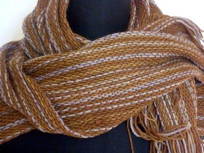Sciarpa di lana e canapa colorata con ricci di castagne