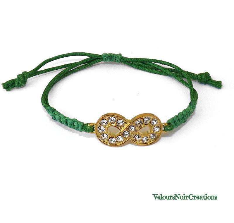 Bracciale infinito color oro con strass e cordino verde macramè
