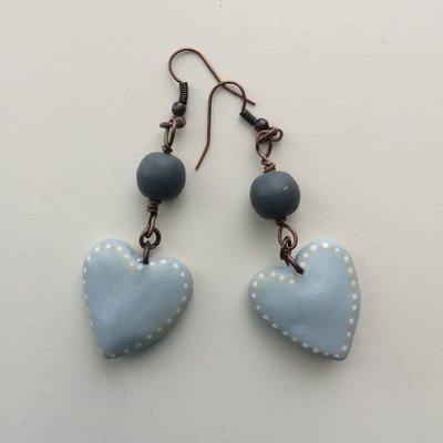 orecchini con cuoricino grigio perla e perla in legno