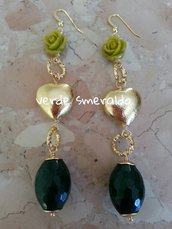 Orecchini pendenti con monachella oro e pietre