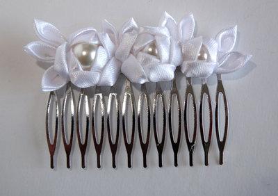 Pettinino kanzashi fatto a mano bianco per sposa o comunione