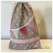 Sacchetto asilo in cotone beige a pois bianchi con filo di bandierine rosa