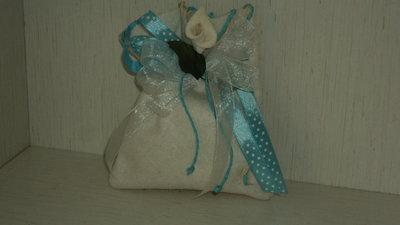 sacchetti confetti artigianali celeste/panna con calla CON CONFETTI