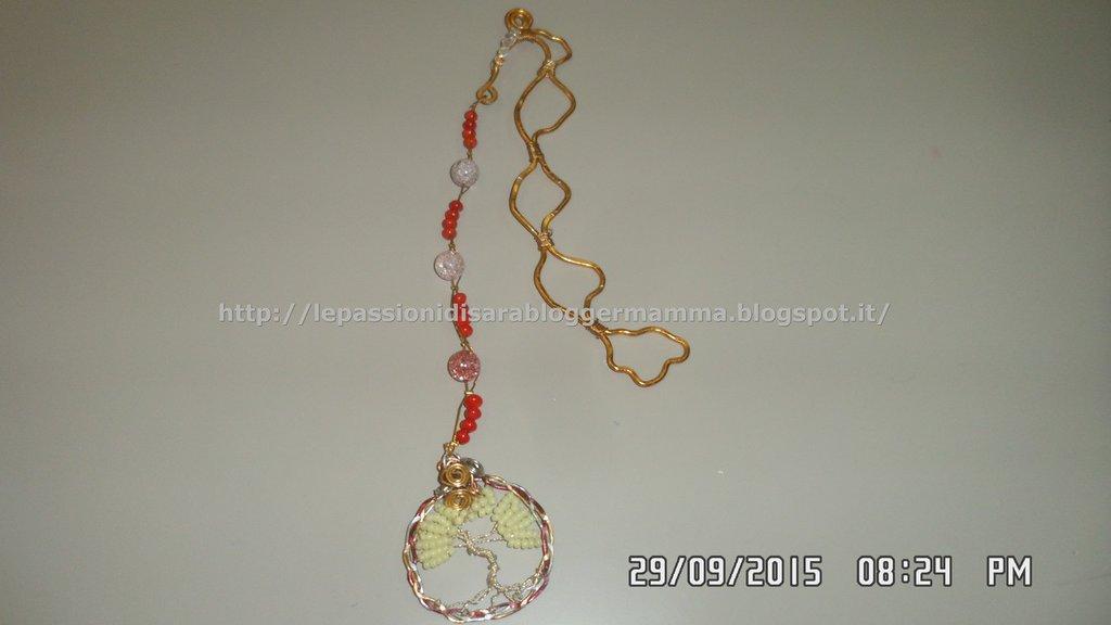 Segnalibro wire con pendente albero della vita e perline di corallo bambù e cristallo di rocca cracked