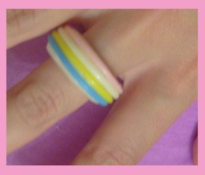 anello in fimo e fili gommosi