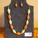 parure collana di perle di cartoncino colorato piu orecchini coordinati