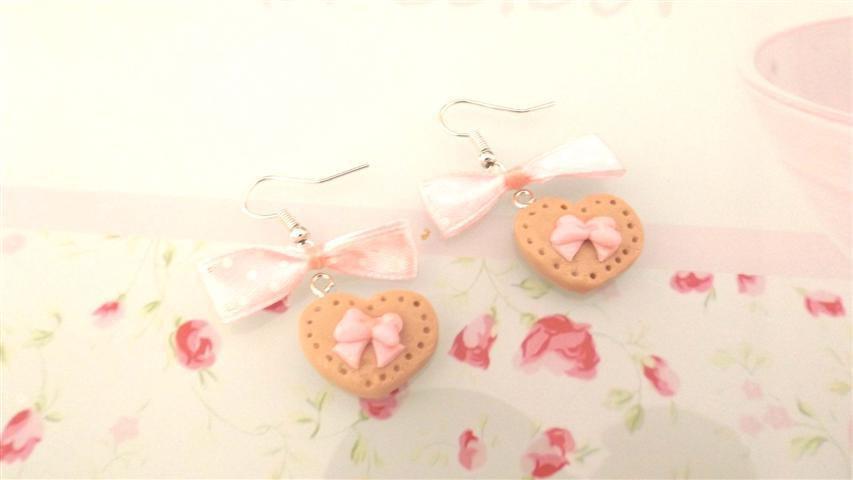 PAIO ORECCHINI FIMO  - BISCOTTINI con fiocchetto rosa - dimensione a cuore  - stile kawaii - idea regalo