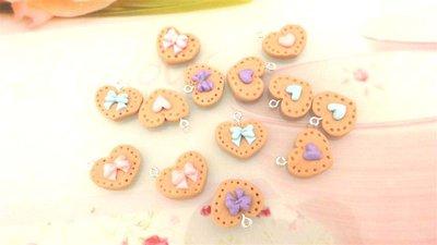 - fimo - 2  BISCOTTINI kawaii - per collane orecchini braccialetti  - Forma a CUORE  con cuoricini o fiocchetti