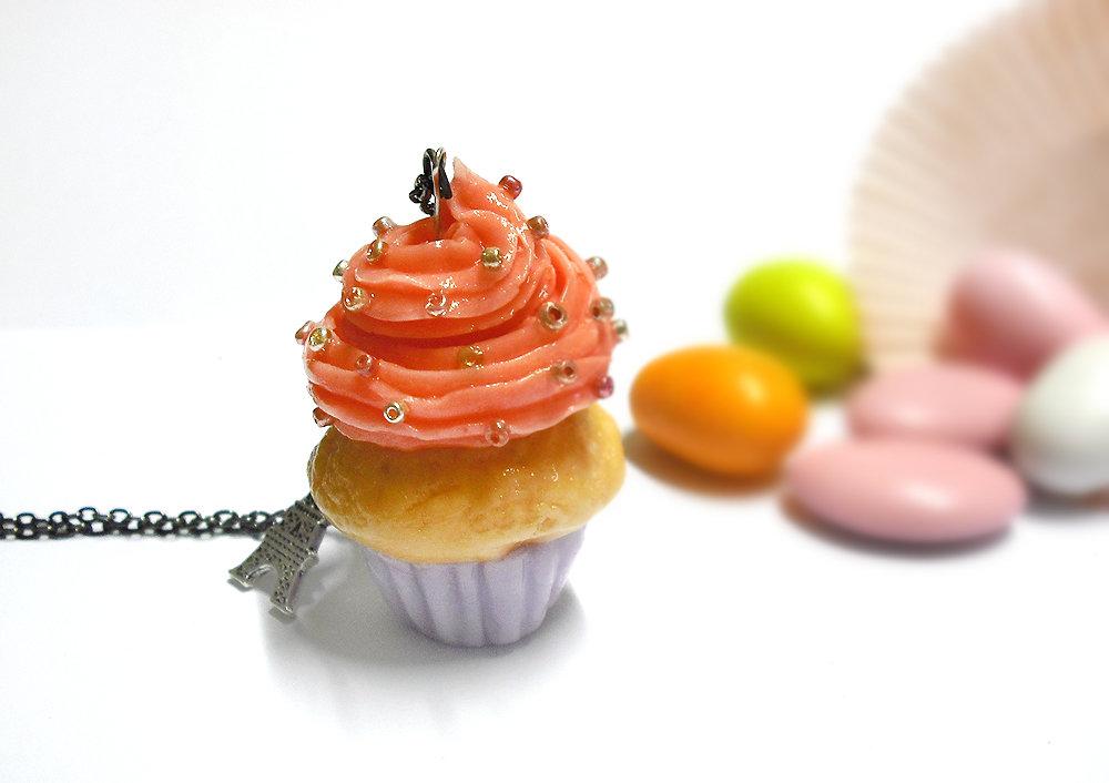 Cupcake glassato collana lunga con perle colorate modellata a mano in porcellana fredda senza stampi, pezzo unico per veri golosi