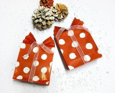 4 sacchetti regalo pois bianchi realizzati a mano e dipinti a mano con fiocco di organza rosa,colore rosso per natale, compleanni, festività