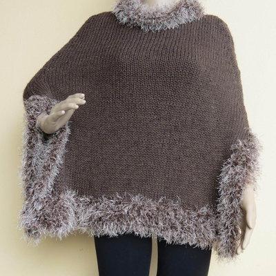 mantella in lana marrone fatta a mano da donna